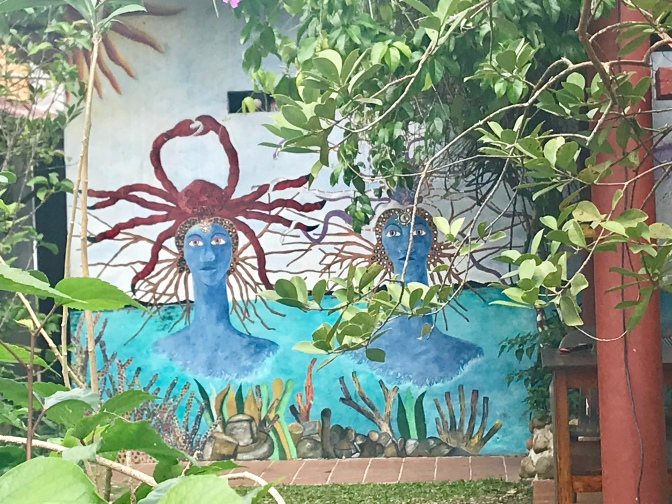 eeling crabby artwork on a Portobelo garden wall